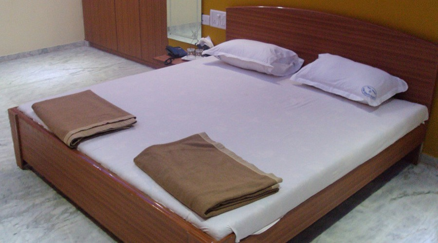 Hotel Madhushanti Lodge in mangaon at hotelinkonkan.com