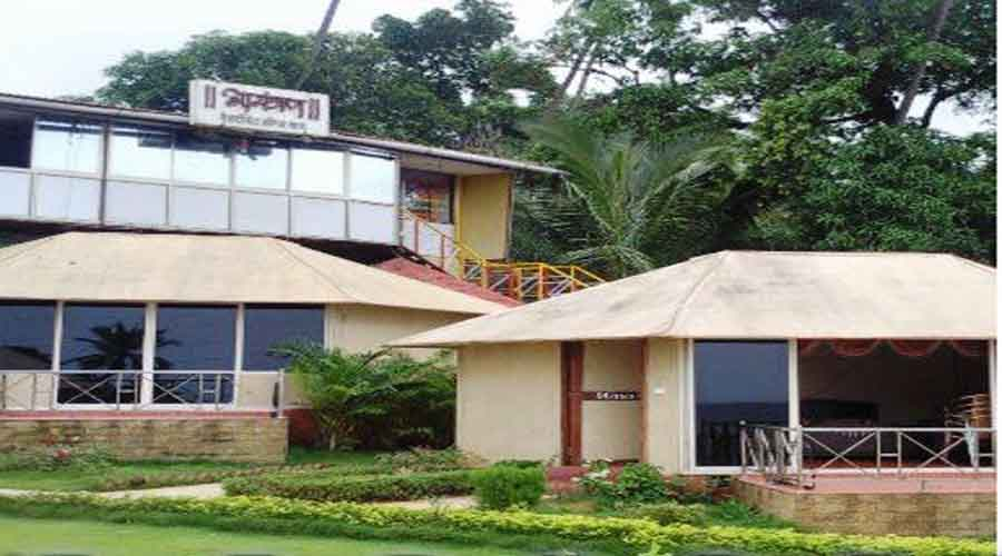 Sagar Sarita Beach Resort in vengurla at hotelinkonkan.com