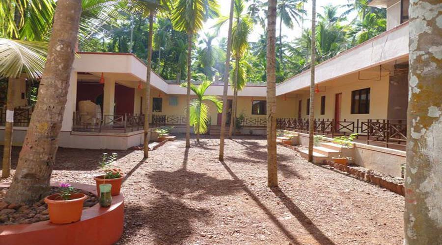 cheapest price hotels in divagar  Naughty Waves Beach Resort hotelsinkonkan.in