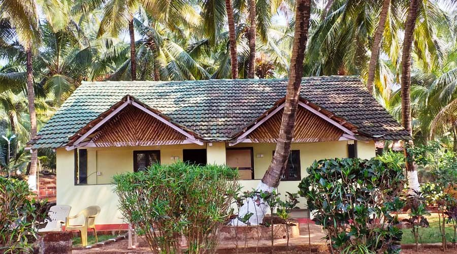 Coconut Crown Beach Resort ganpatipule